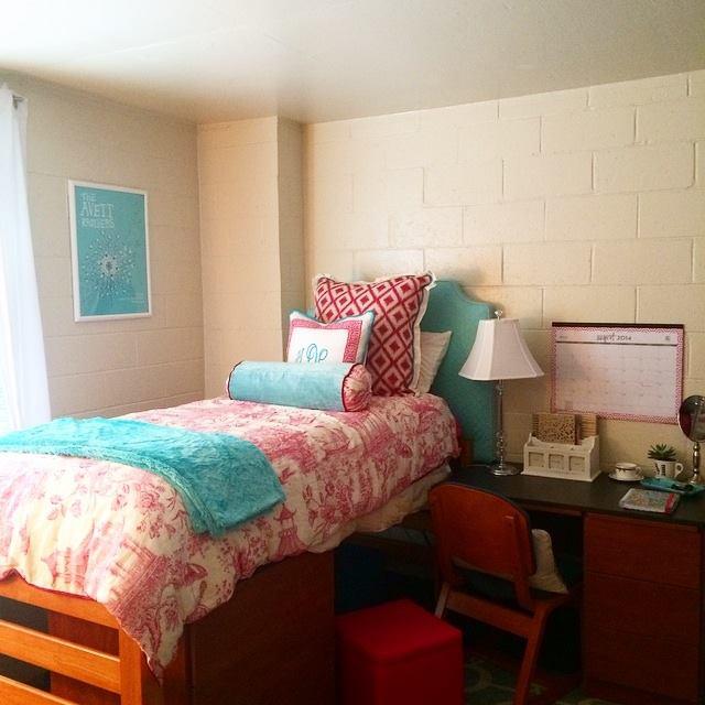 dorm room4